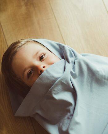 małe dziecko w worku sensorycznym intimate bag