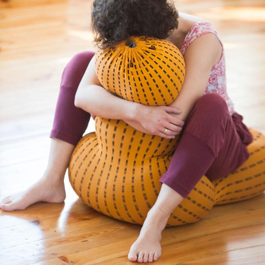 przytulanie pufy sensorycznej